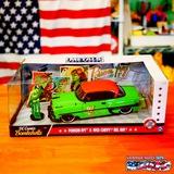 1:24 DC COMICS BOMBSHELLS 1953 CHEVY BELL AIR HARDTOP & POISON IVY ミニカー イメージ